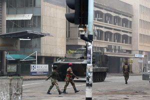 Tentara di jalanan Harare pada pagi hari Rabu, 15 November.